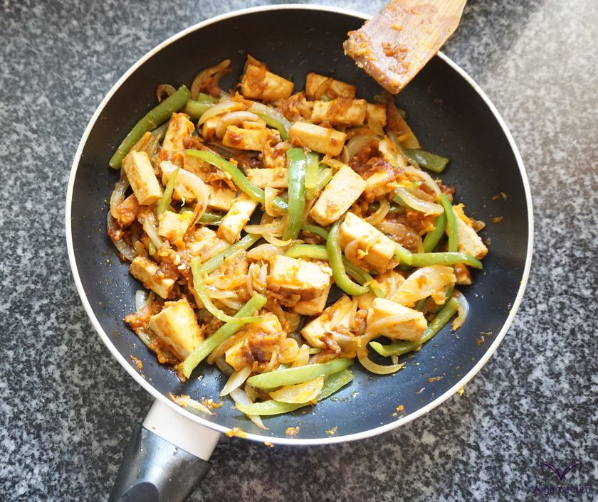 Sautéed vegetables and tofu with sweet and sour sauce ready!