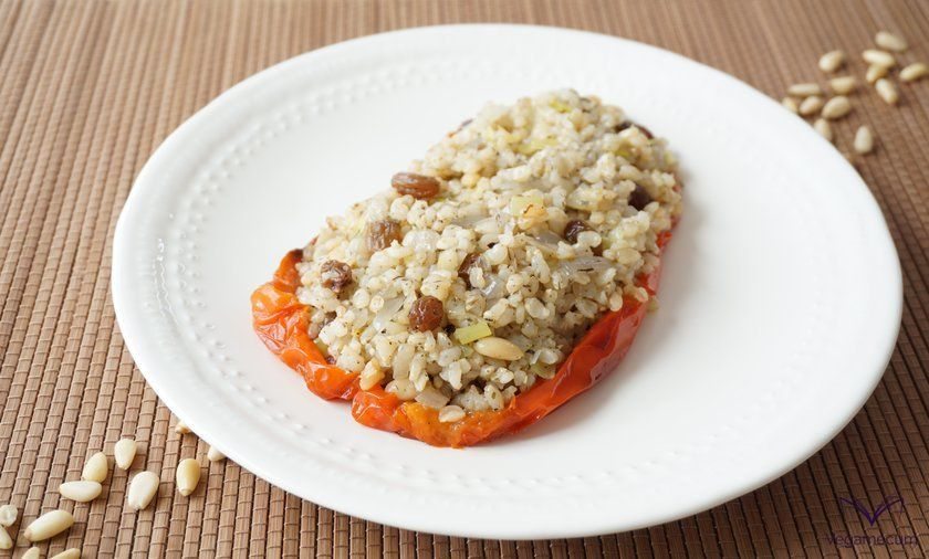 Peppers stuffed with brown rice, raisins and finished pine nuts