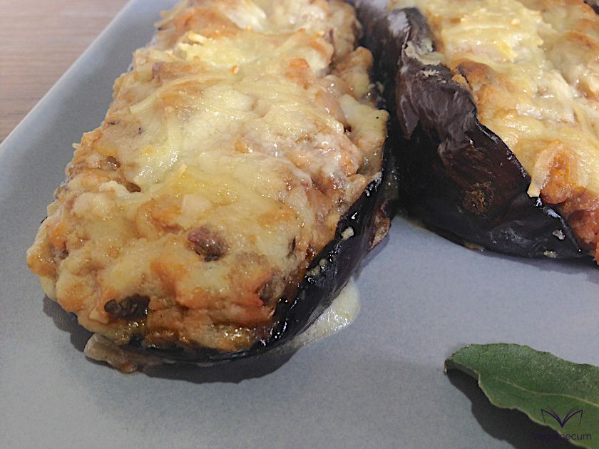 Eggplants stuffed with textured soybeans with gratin bechamel