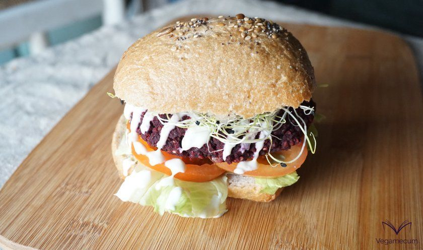 Black bean and beet burger