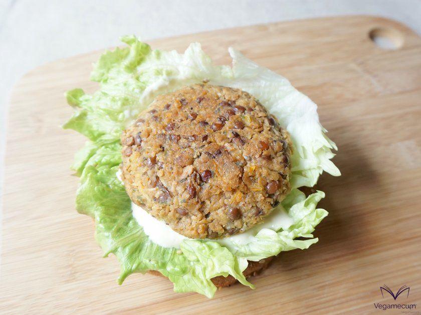 Detalle de las hamburguesas de lentejas, soja y zanahoria