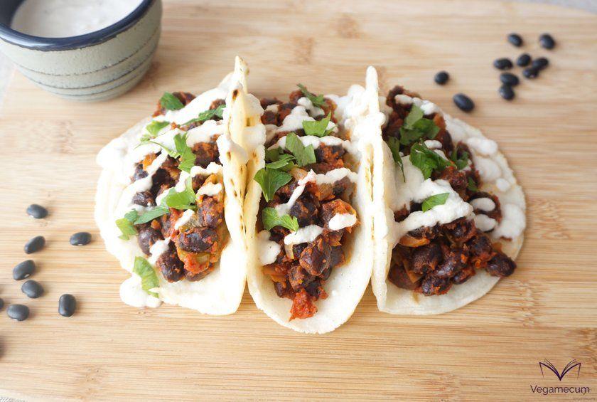 Tacos picantes de alubias negras listos para servir