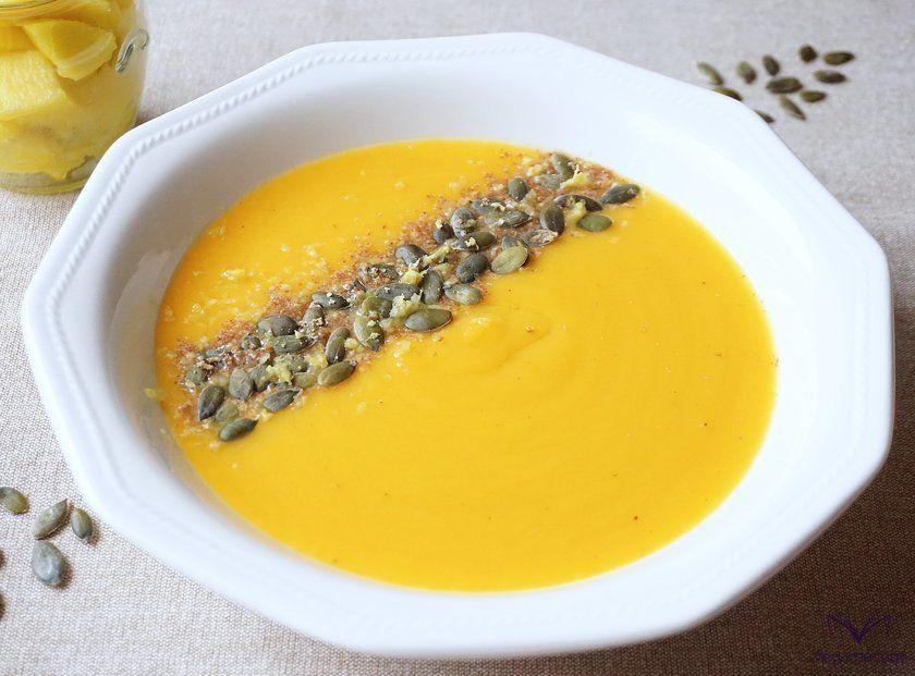 Detalle de la crema de calabaza y mango terminada