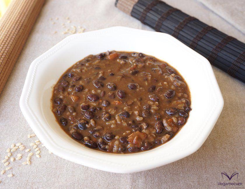 Estofado picante de alubias negras con arroz
