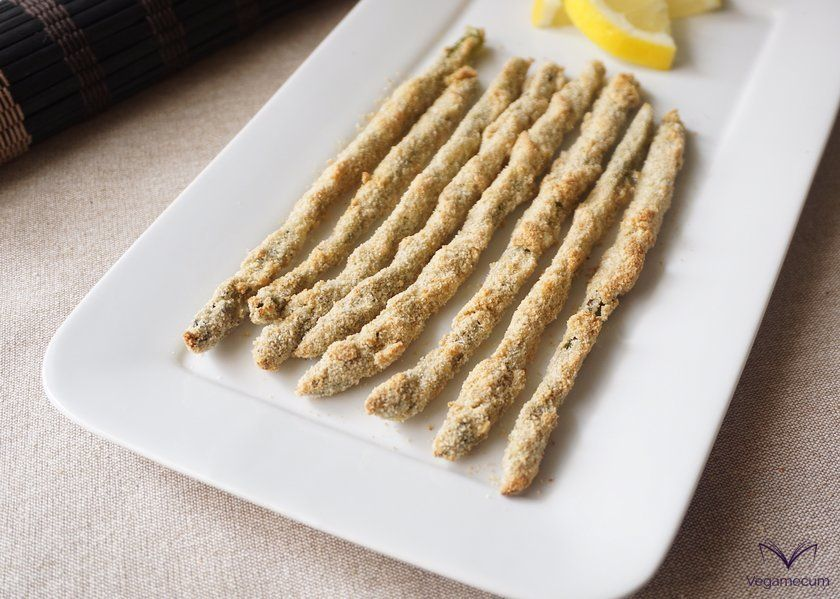 Crispy asparagus with vegan parmesan and lemon